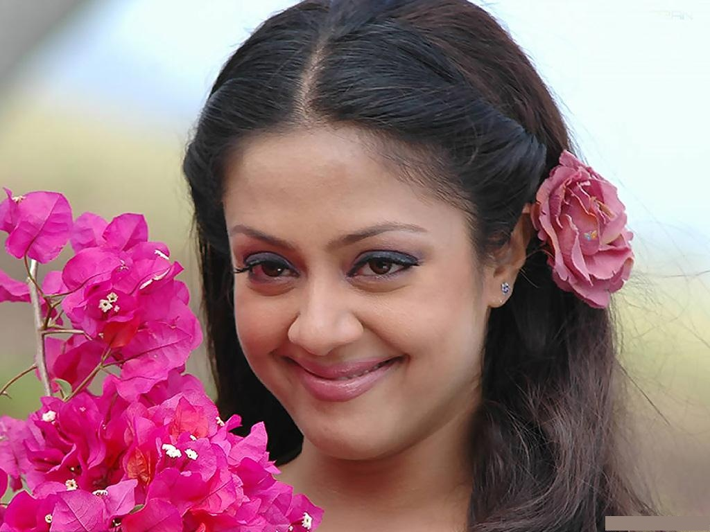 Jyothika suriya actress wallpaper