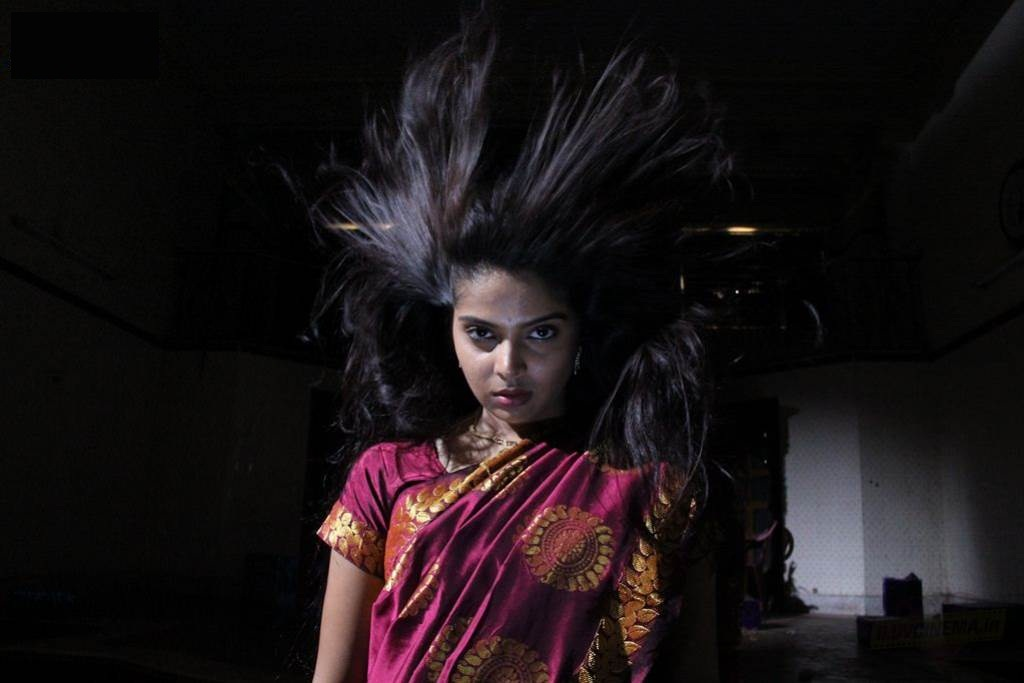 Vellikizhamai 13am thethi heroine stills