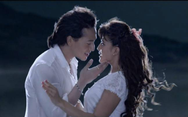 A flying jatt hero tiger shroff and heroine jacqueline