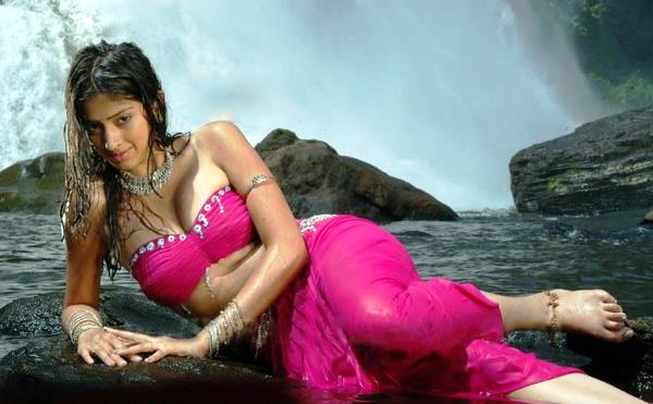 Julie 2 raai laxmi red dress wallpaper