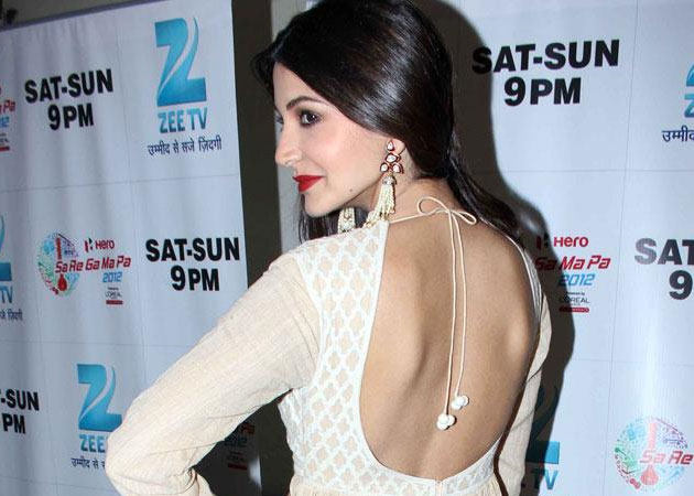 Anushka sharma backless pictures