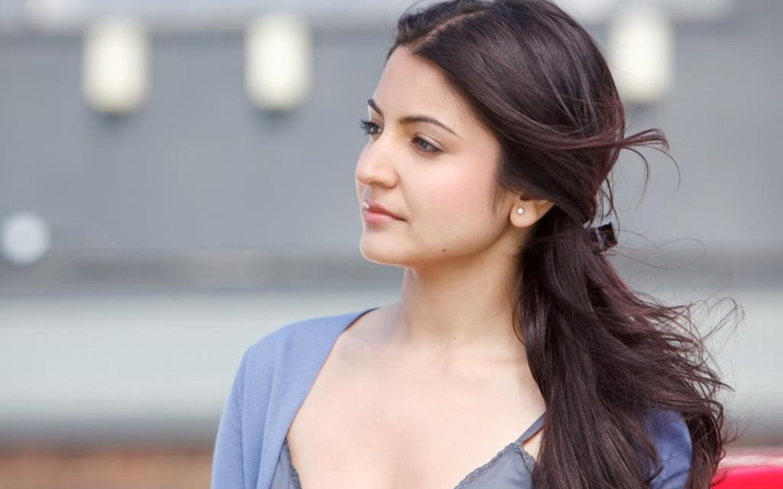 Anushka sharma bollywood actress cute face stills