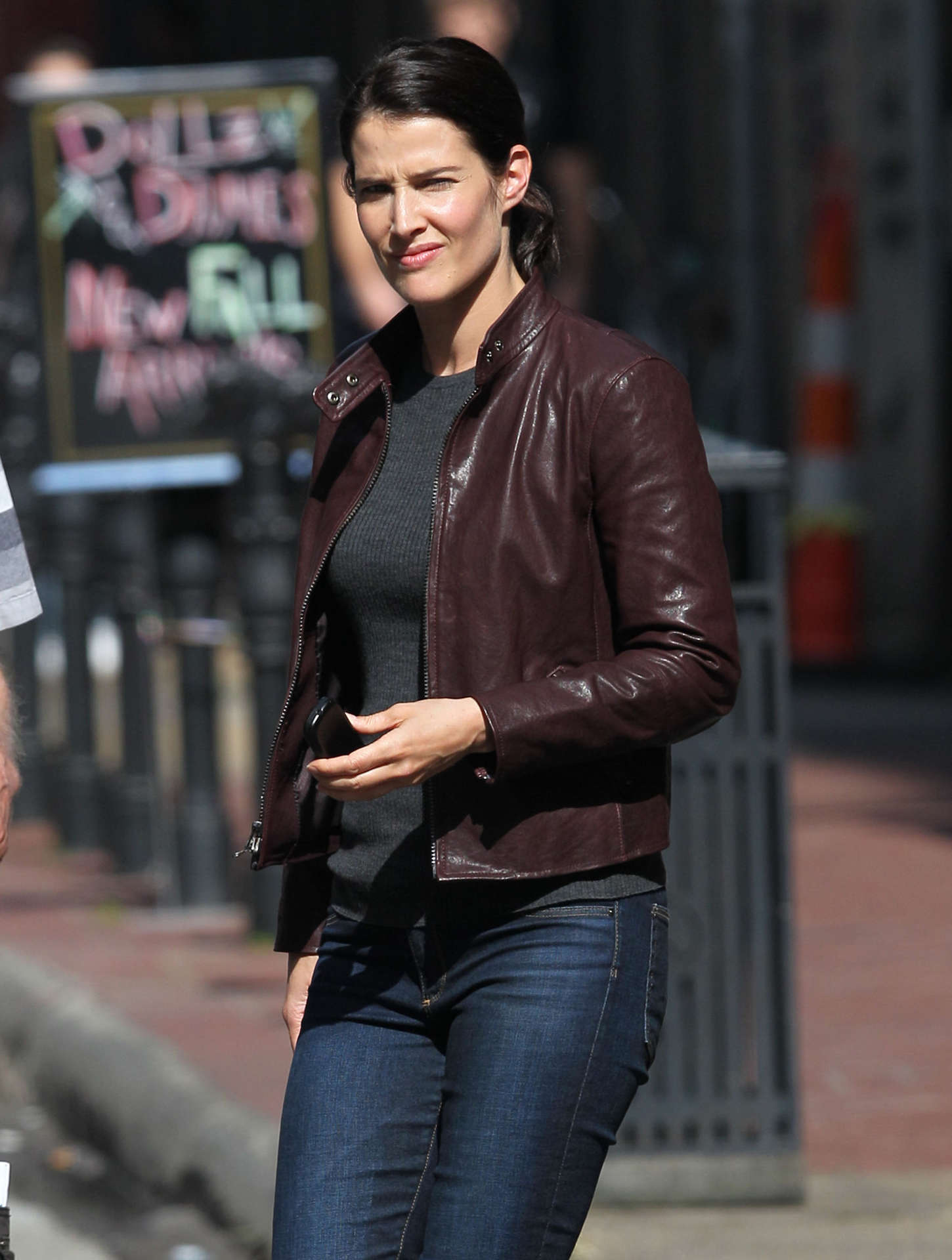 Cobie smulders in jack reacher never back movie gallery