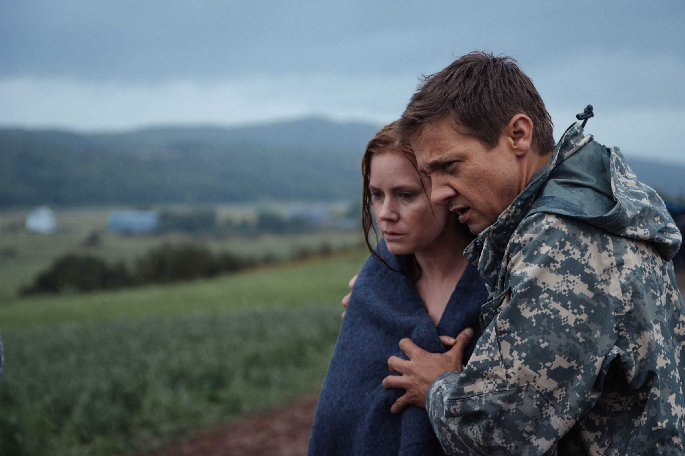 Arrival jeremy renner amy adams photos