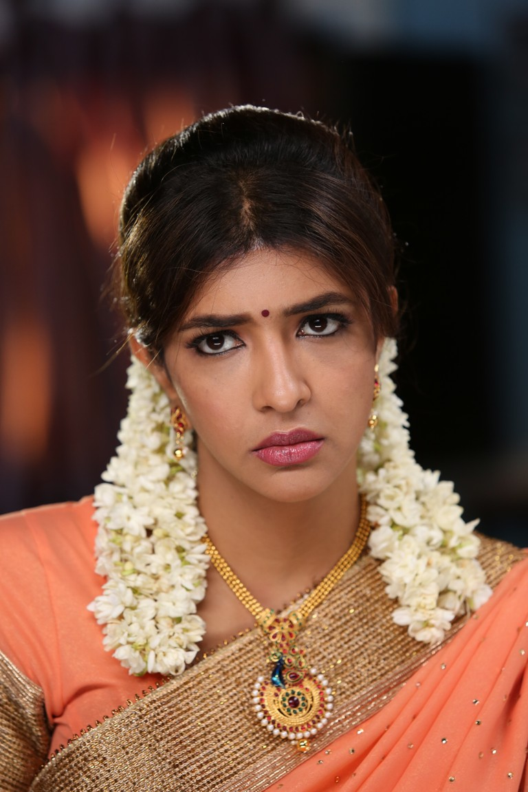 Lakshmi manchu saree photos in lakshmi bomb