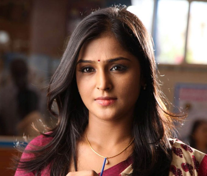 Rendavathu padam actress ramya wallpapers