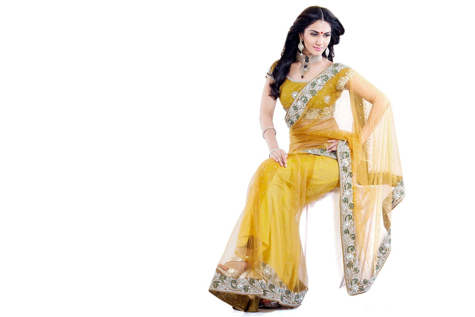 Vaani kapoor yellow saree wallpaper