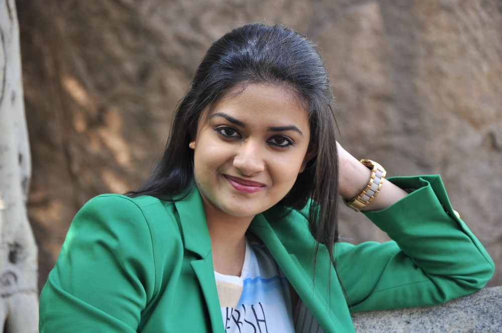 Keerthy suresh green dress wallpaper