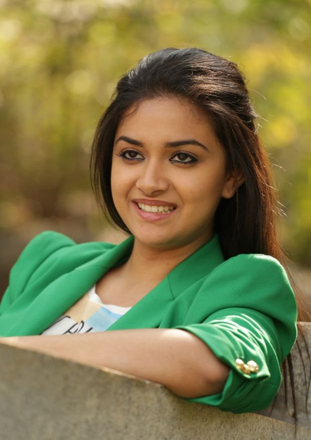 Keerthy suresh hot green dress