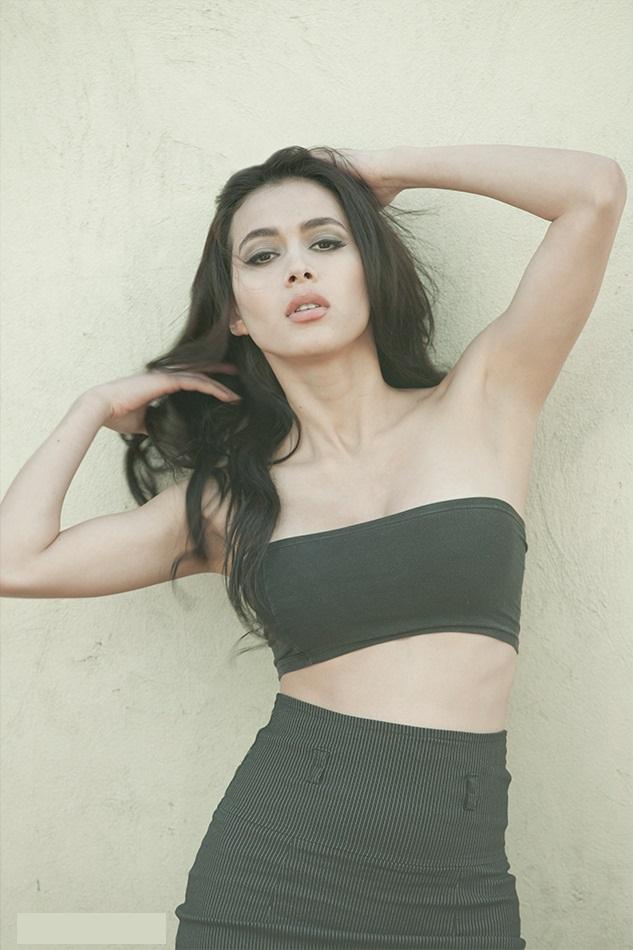 Veronica alvarez black dress photos