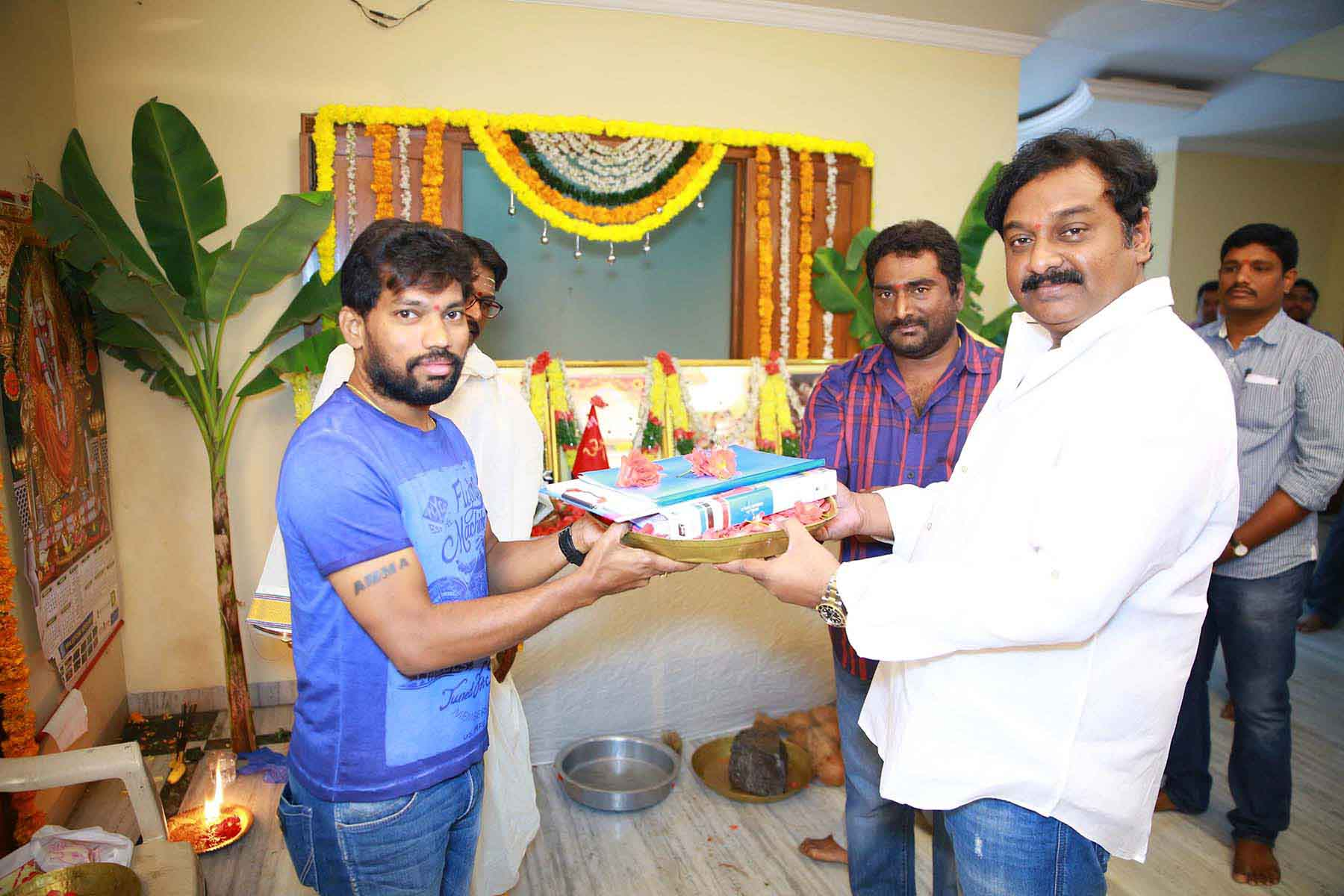 Andhhagadu movie pooja photos