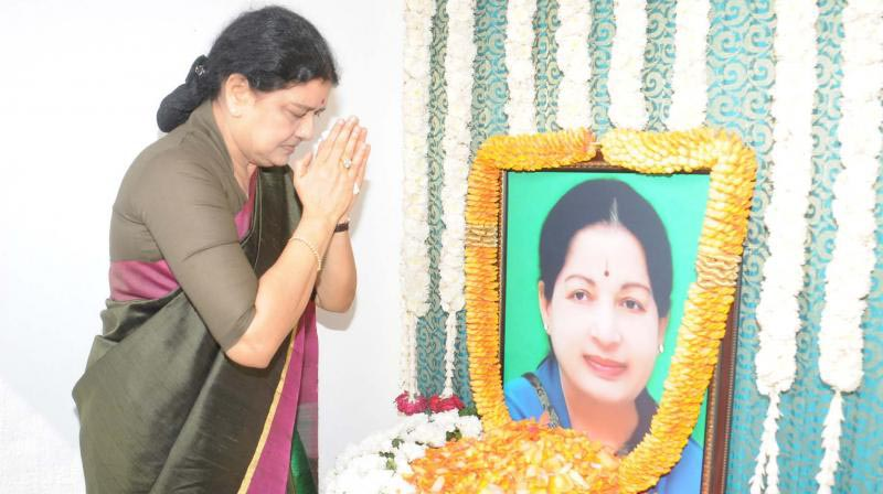 Sasikala pray in jayalalitha photo