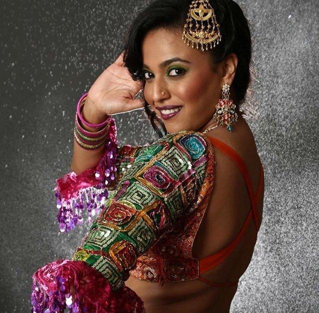 Anaarkali of aarah actress swara bhaskar backless photos