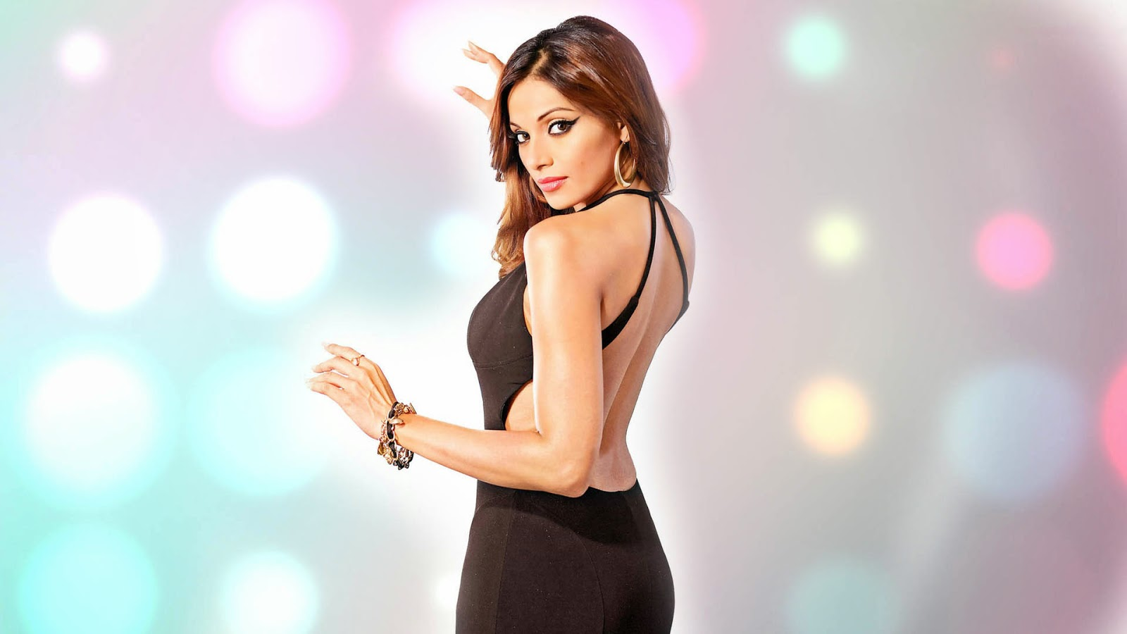 Bipasha basu backless wallpaper