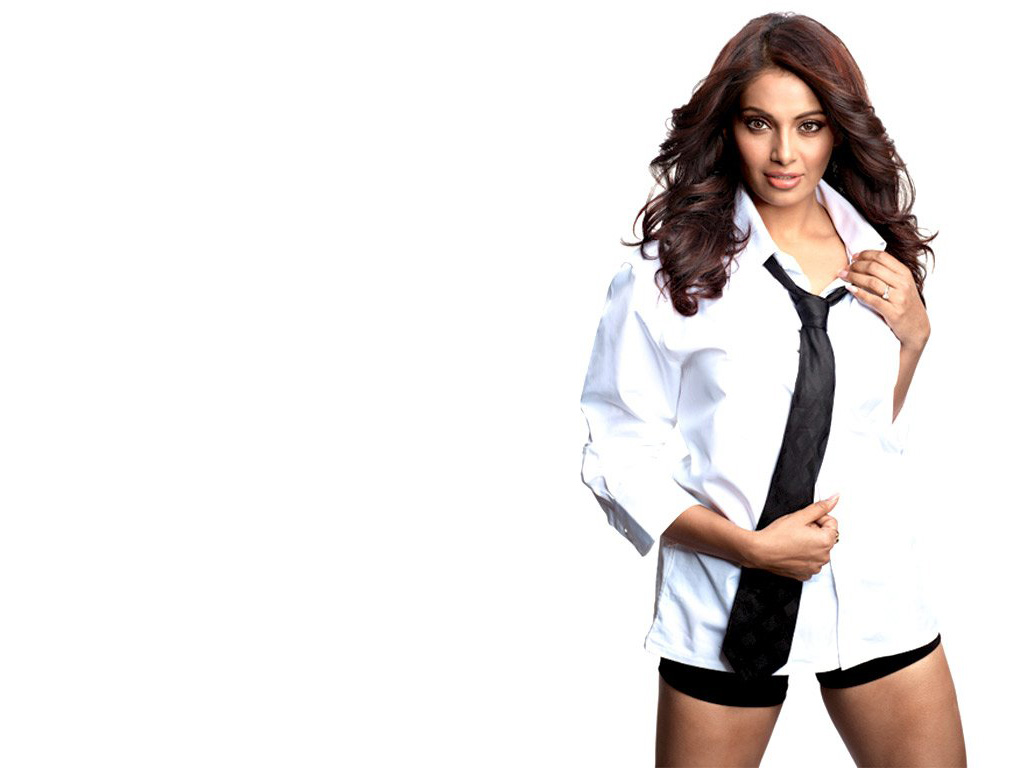 Bipasha basu hot still wallpaper