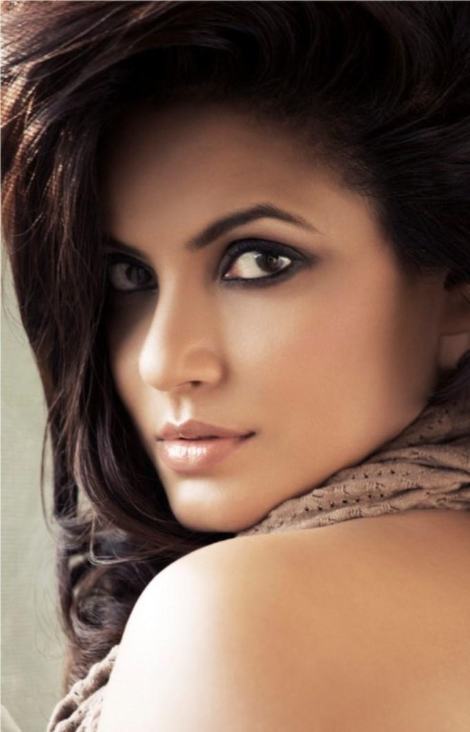 Vaigai express actress neetu chandra pictures