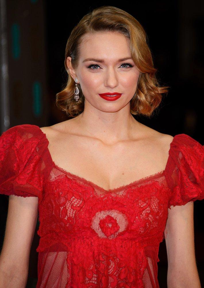 Eleanor tomlinson red color dress photos