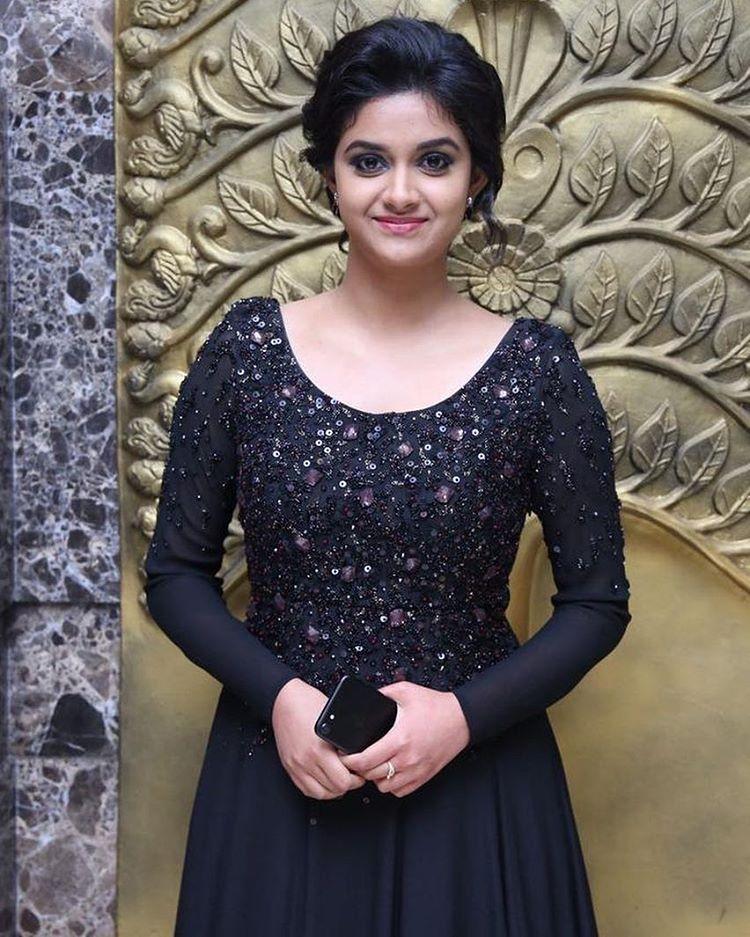 Keerthi suresh black dress smail photos