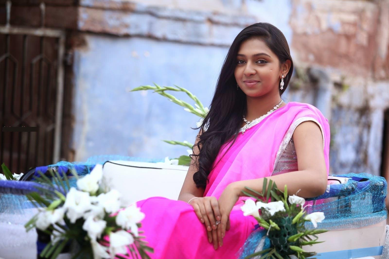 Lakshmi menon saree cute wallpaper