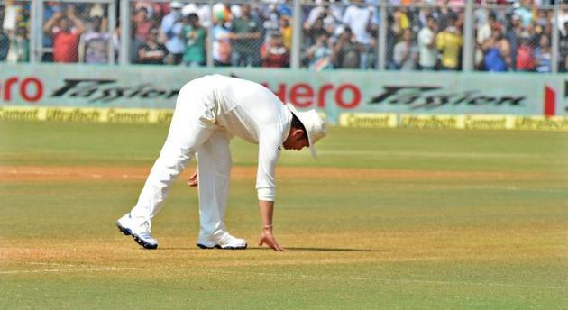 Sachin tendulkar test bowling stills