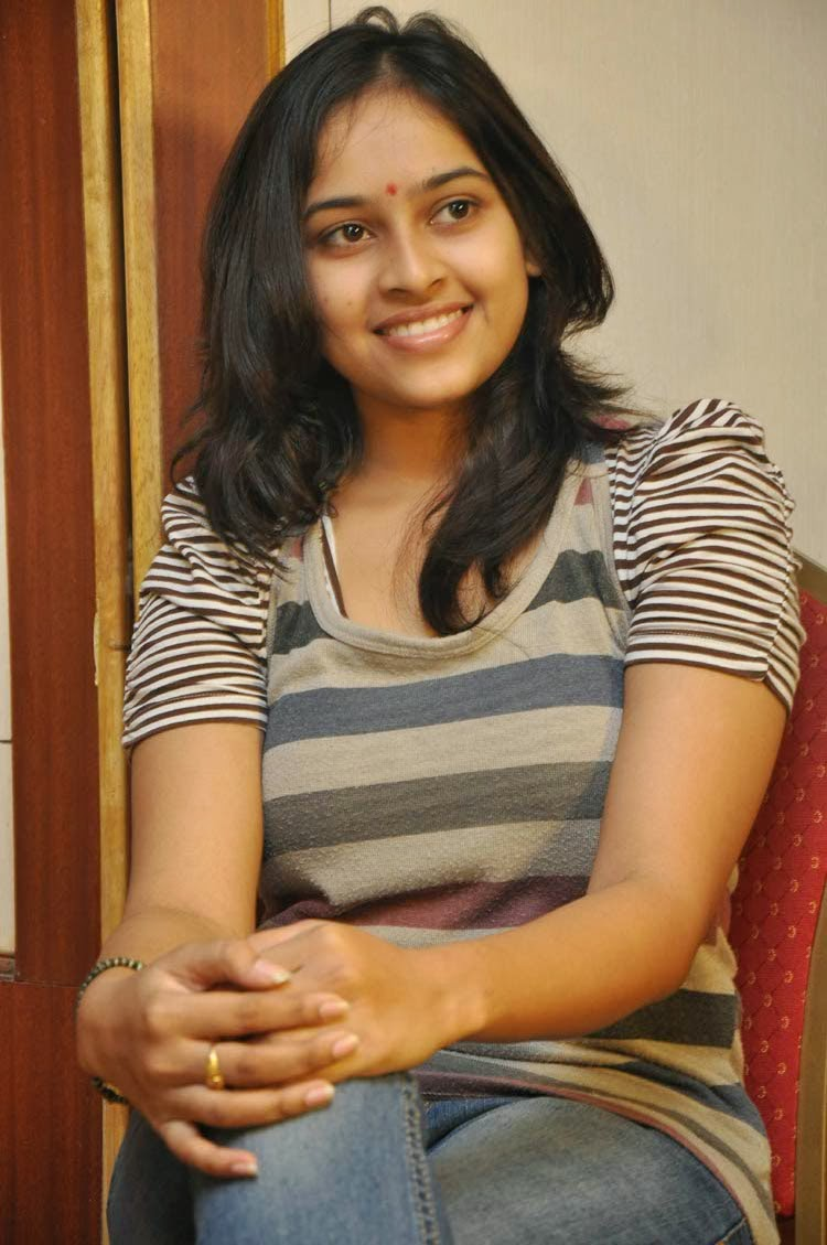 Sri divya jeans tshirt pictures