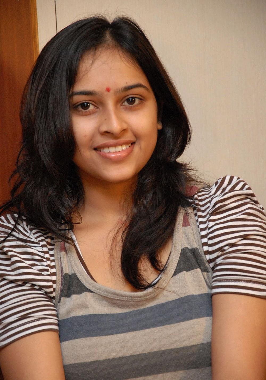 Sri divya jeans tshirt stills