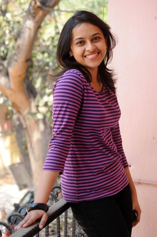 Sri divya t shirt hot photos
