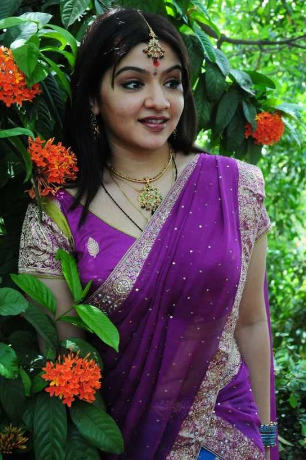 Aarti agarwal young saree photos