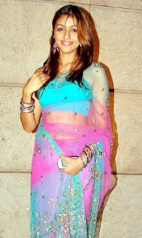 Aarti chhabria saree in house photos