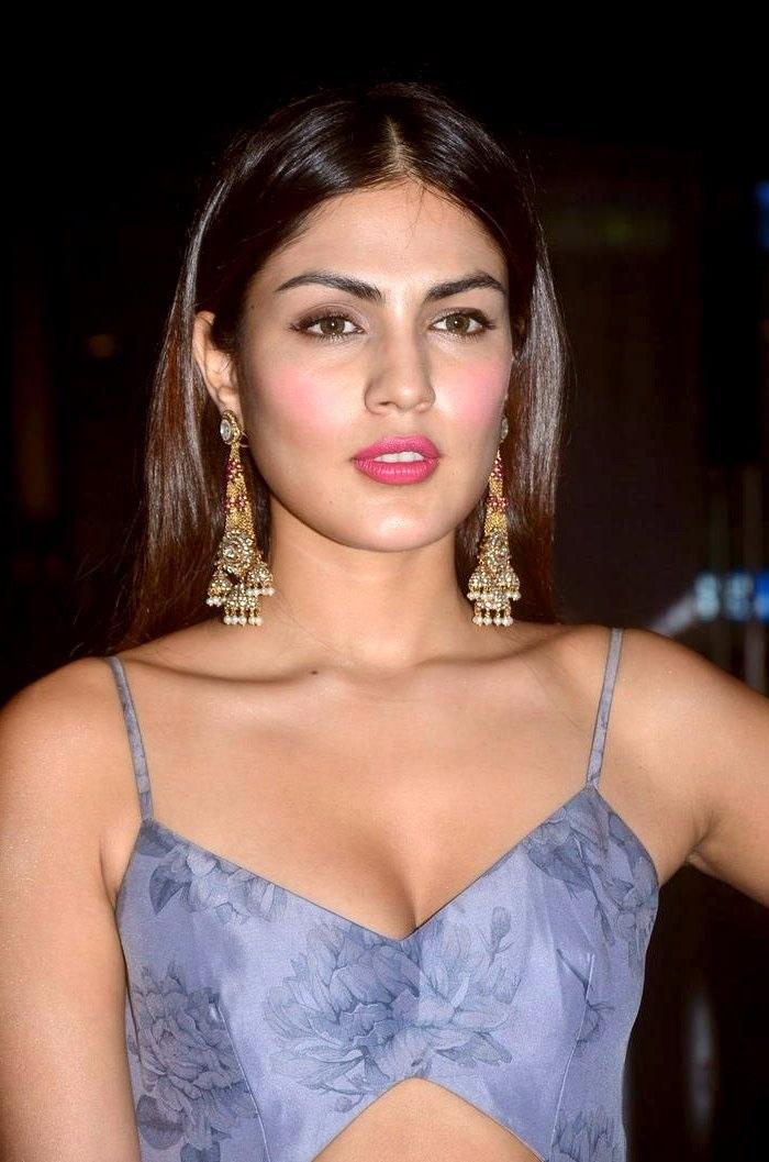 Actress riya chakravarthy desktop hd stills