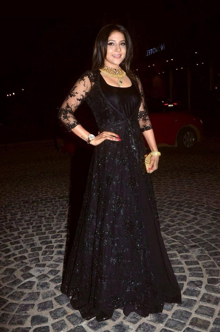 Actress sakshi agarwal black dress pictures