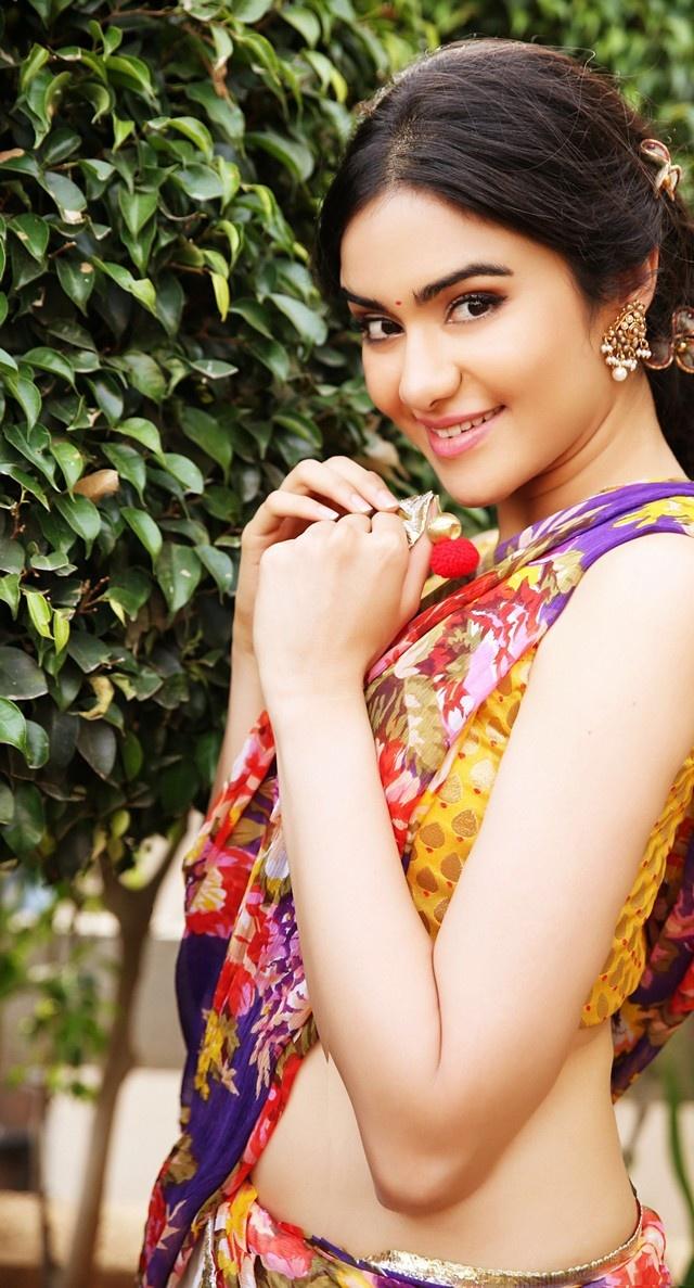 Adah sharma saree side look photos