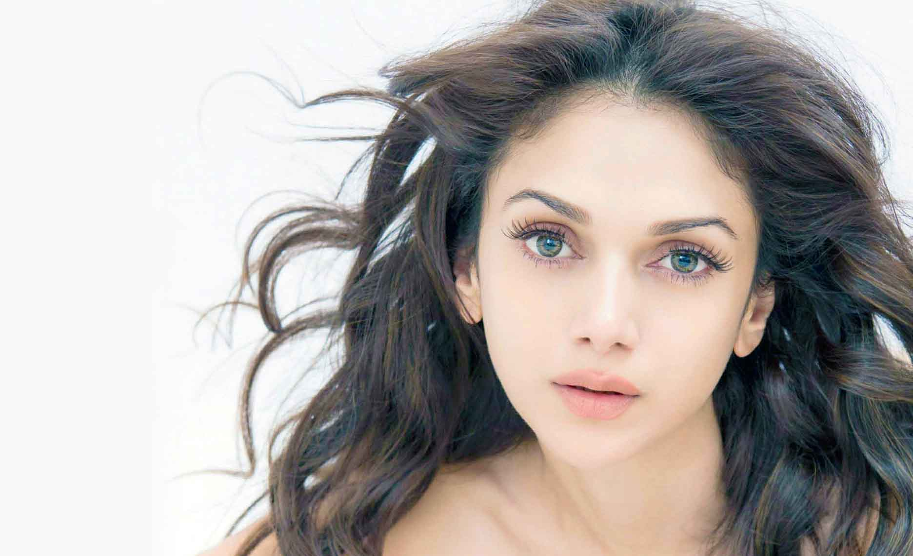 Aditi rao hydari face wallpapers