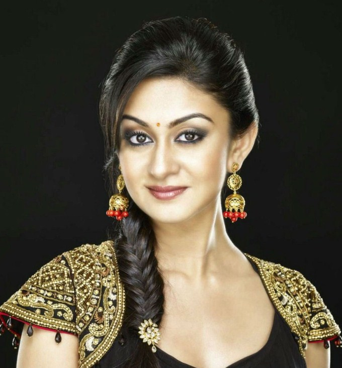 Aishwarya arjun face photos
