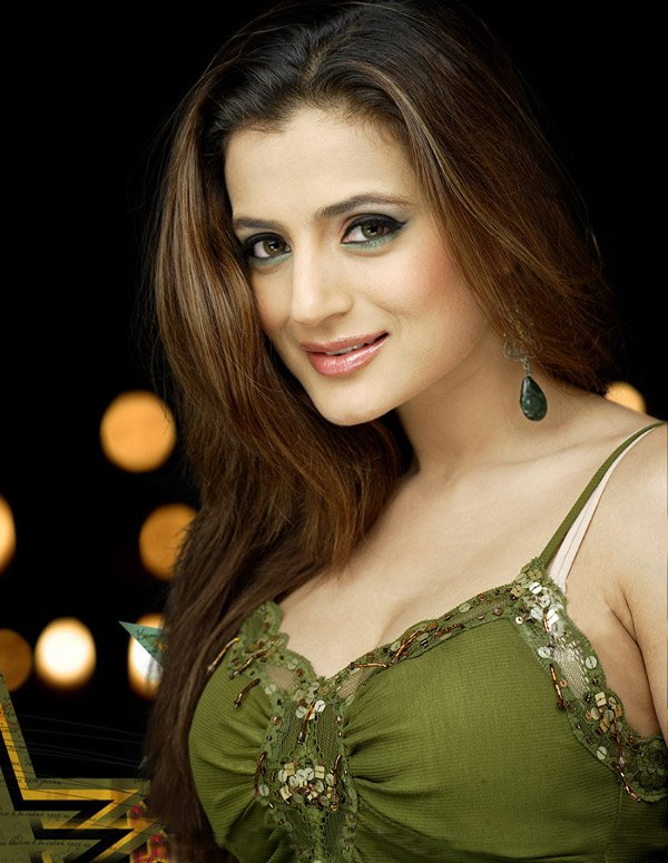 Ameesha patel face pictures