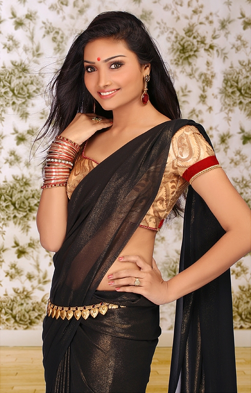 Black saree in aishwarya devan photos