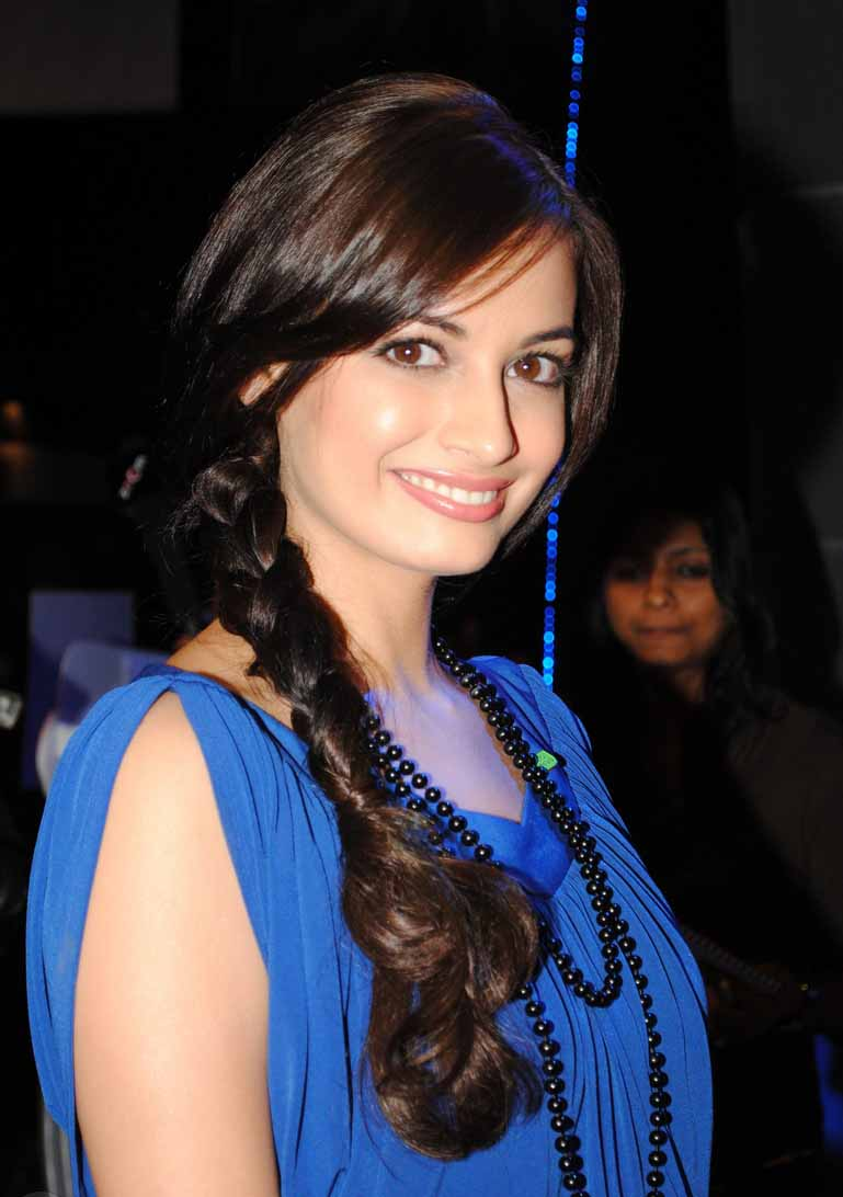 Dia mirza young hair style photos