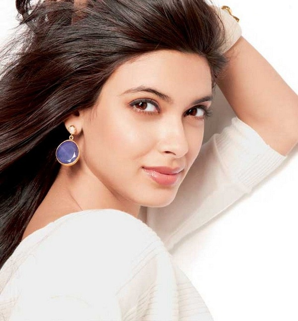 Diana penty face pictures