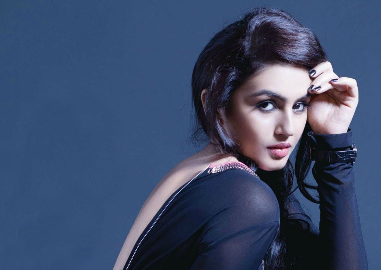 Huma qureshi backless photos