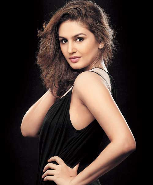 Huma qureshi cute stills