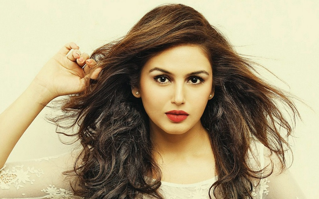 Huma qureshi face wallpapers