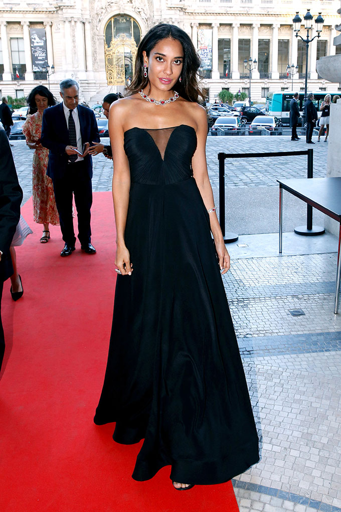Lisa haydon black dress photos