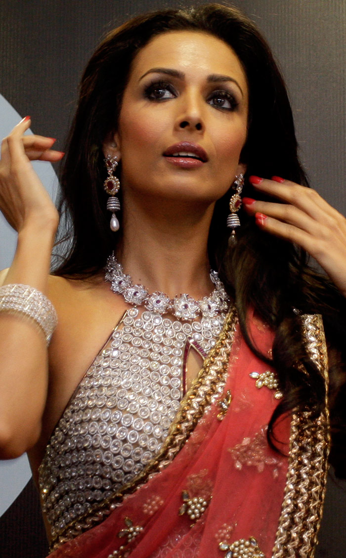 Malaika arora hot saree photos