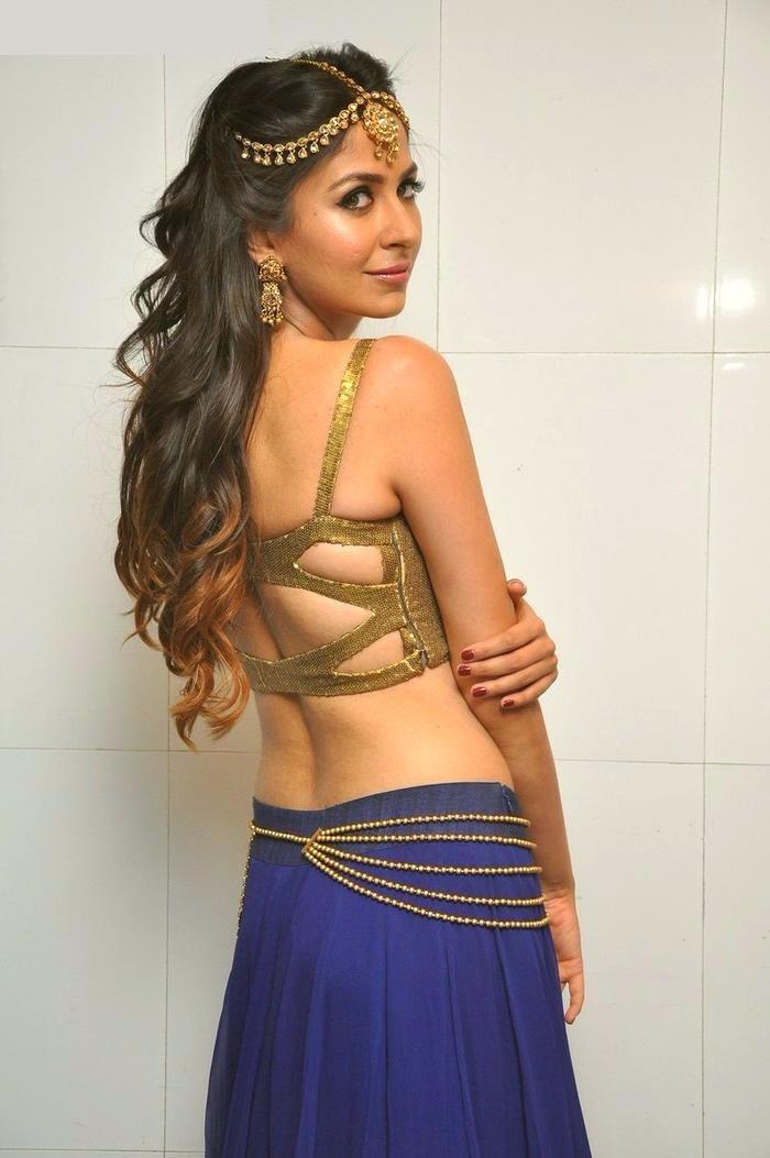 Malvika raaj backless wallpaper