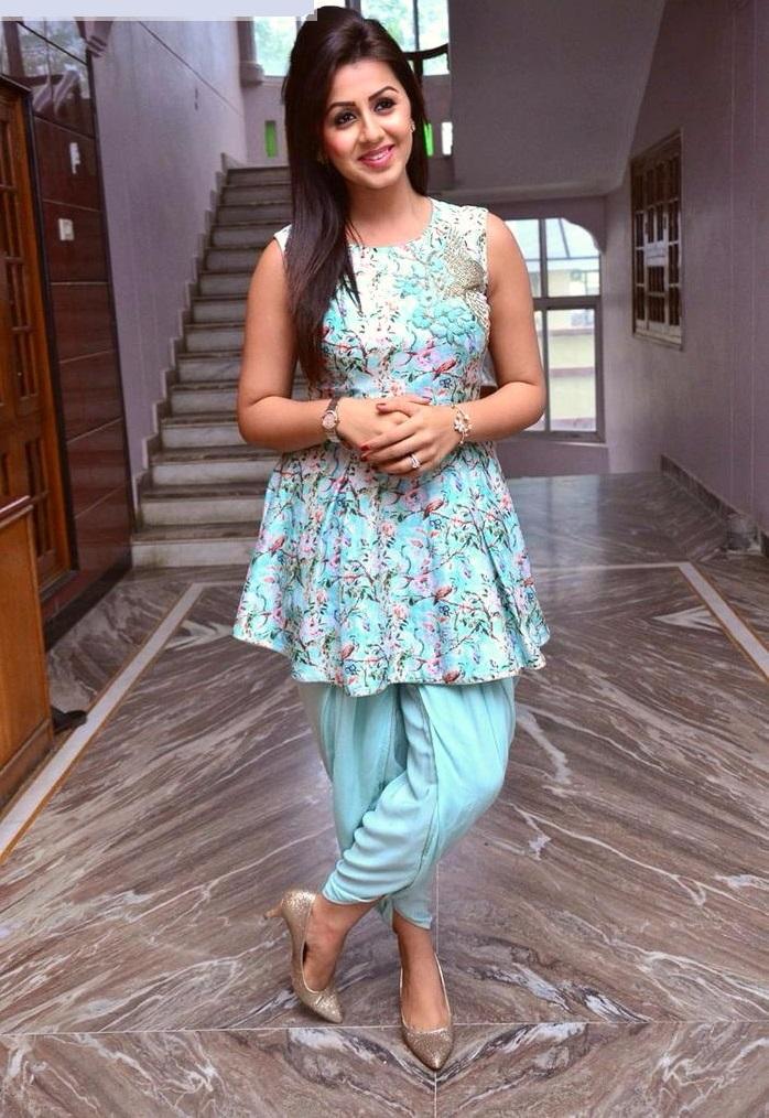 Nikki galrani glamour photos