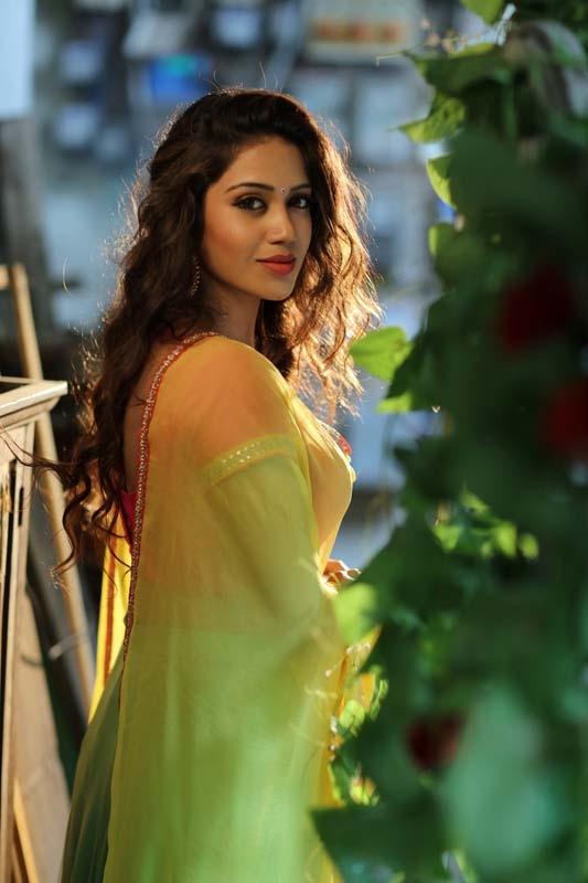 Nivetha pethuraj side look gallery