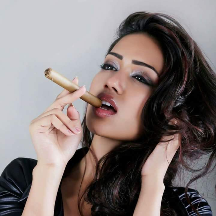 Nivetha pethuraj smoke wallpapers