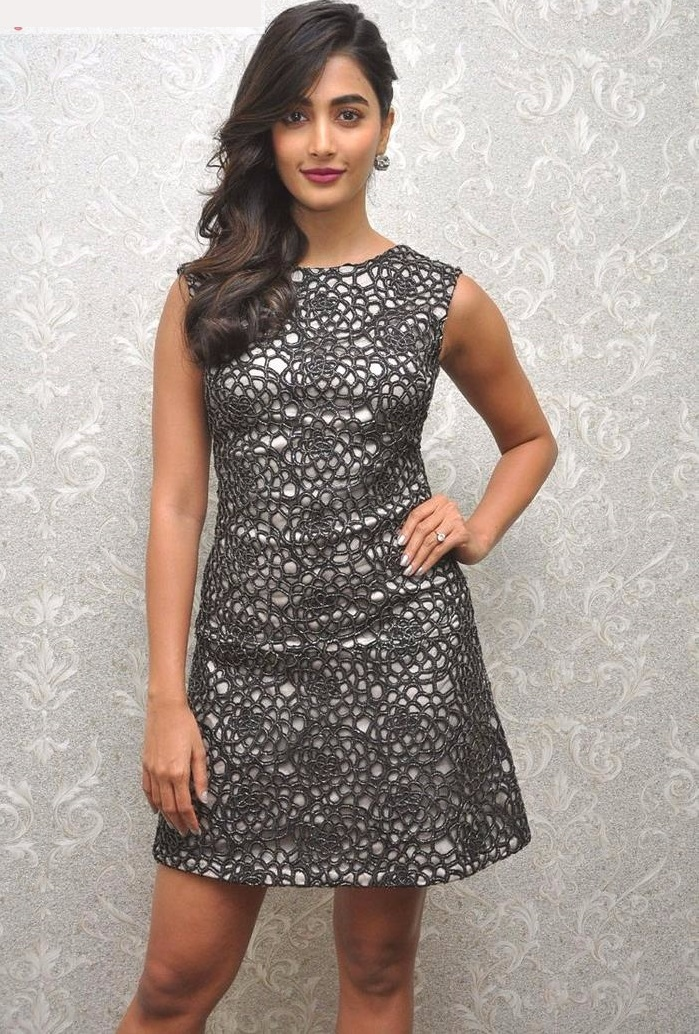 Pooja hegde black dress wallpaper