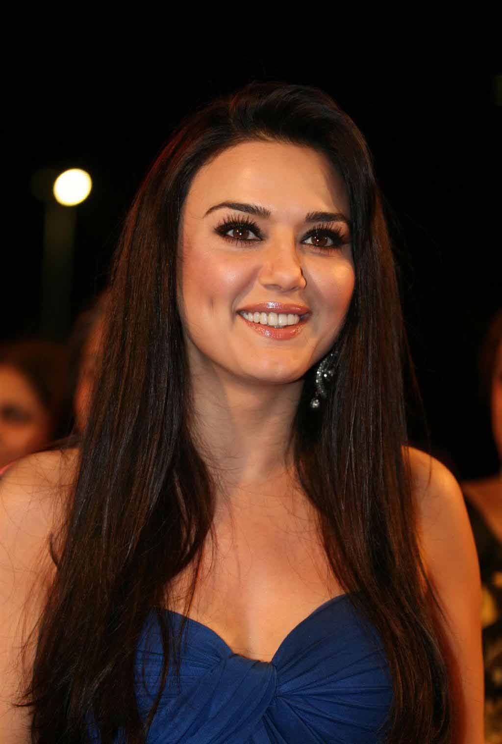 Preity zinta cute smile pictures