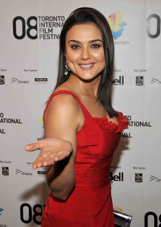 Preity zinta red dress photos